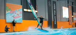 Windsurf-Action im Flatwater Pool der Beach World zur boot 2018 / Foto: © MD, ctillmann