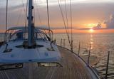 In den Sonnenuntergang mit der BAVARIA Cruiser 56 MAXIMUM